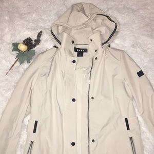 NWT DKNY Womens Cream Raincoat Jacket Hooded (XS)